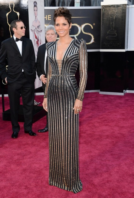 347756-oscars-2013-best-dressed-part-2-halle-berry-salma-hayek-jennifer-anist